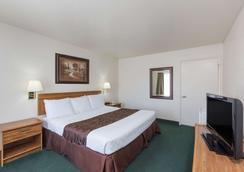 Super 8 by Wyndham Fort Bragg - Fort Bragg - Bedroom