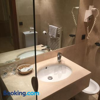 Hotel Duque De Wellington - Vitoria-Gasteiz - Bathroom