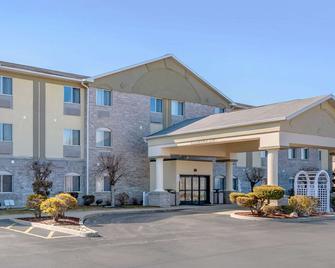 Comfort Inn - Fremont - Building