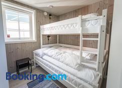 Madelhea Cabin- Seaview Lodge - Reine - Bedroom