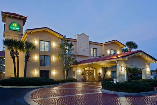 La Quinta Inn by Wyndham Orlando Airport West - Orlando - Edificio