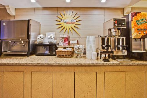 La Quinta Inn by Wyndham Orlando Airport West - Orlando - Buffet