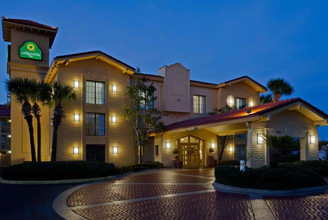 La Quinta Inn by Wyndham Orlando Airport West - Orlando - Edifício