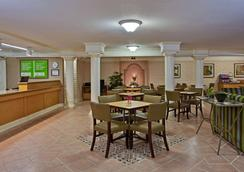 La Quinta Inn by Wyndham Orlando Airport West - Орландо - Ресторан