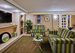 La Quinta Inn by Wyndham Orlando Airport West - Orlando - Lobby