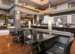 Best Western Plus Village Park Inn - Calgary - Restaurant