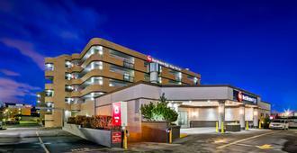 Best Western Plus Village Park Inn - Calgary - Edificio