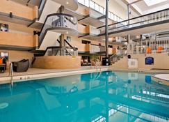 Best Western Plus Village Park Inn - Calgary - Pool