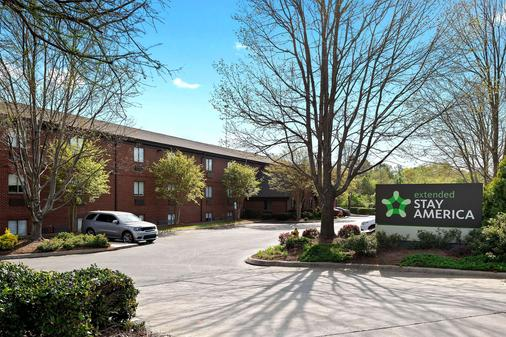 Extended Stay America - Charlotte - East Mccullough Drive - Charlotte - Building