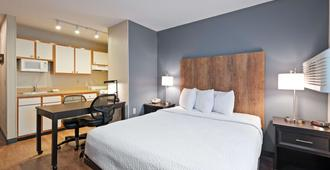 Extended Stay America Suites - Charlotte - University Place - E Mccullough Dr - שרלוט - חדר שינה