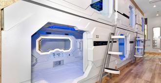 Space Q Capsule Hotel - Sydney - Laundry facility