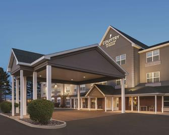 Country Inn & Suites by Radisson, Marinette, WI - Marinette - Building