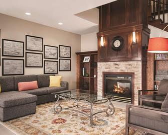 Country Inn & Suites by Radisson, Marinette, WI - Marinette - Вітальня