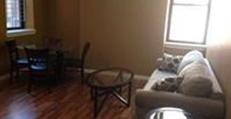 902 St Paul Street Apartments - Baltimore - Living room