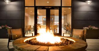 Country Inn & Suites Asheville Westgate - אשוויל - פטיו