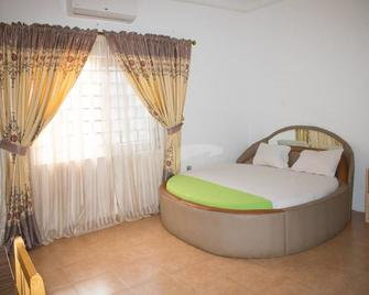 Elizz guest house - Accra - Bedroom