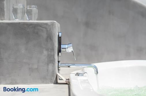 Saint Vlassis - Naxos - Bathroom
