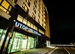 Utop Ubless Hotel - Jeju City - Building