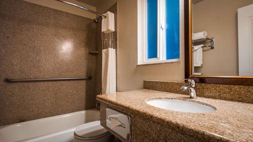 貝斯特韋斯特貿易風酒店 - 摩羅灣 - 莫羅貝 - 浴室
