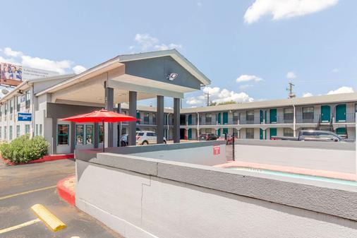 Rodeway Inn University/Downtown - Austin - Rakennus