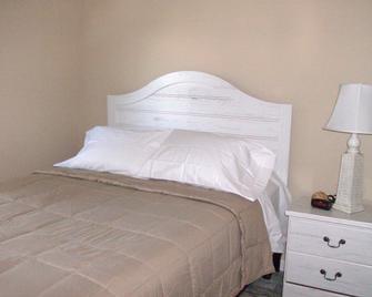 Settler's Rest RV Resort - Zephyrhills - Bedroom