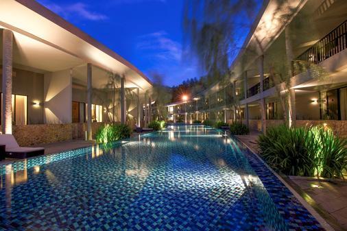 Hotel Neo+ Green Savana Sentul City - Bogor - Πισίνα