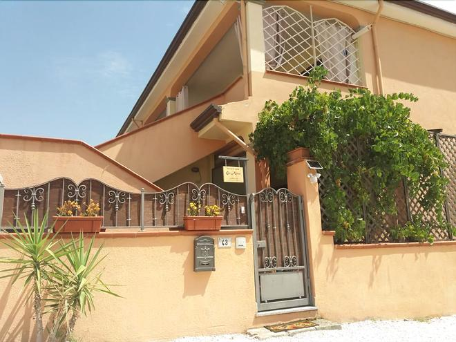 Bed & Breakfast Gli Alisei - Siniscola - Building