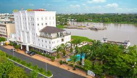 Nesta Hotel - Cần Thơ - Building