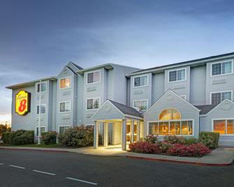 Super 8 by Wyndham Sacramento Airport - Сакраменто - Building