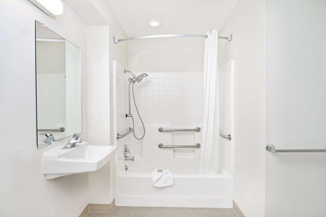 薩克拉門托機場速 8 酒店 - 薩克拉門多 - 薩克拉門托 - 浴室