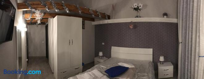 Famigi - Naples - Bathroom