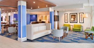 Holiday Inn Express & Suites Madison - Madison - Lobby