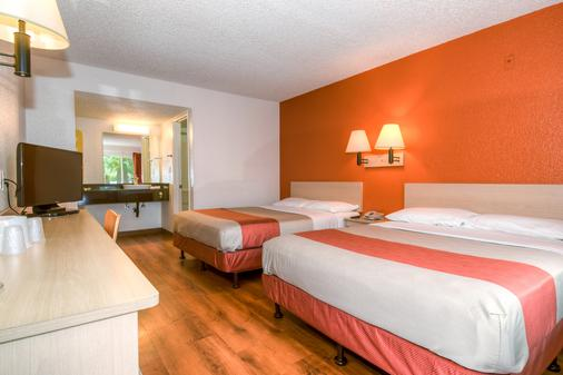 Motel 6 Costa Mesa - Costa Mesa - Bedroom