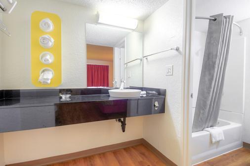 Motel 6 Costa Mesa - Costa Mesa - Bathroom