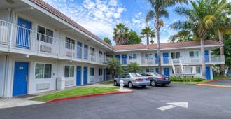 Motel 6 Costa Mesa - Costa Mesa - Building