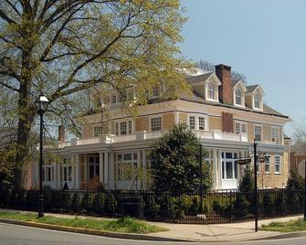 Inn at 202 Dover - Easton - Building