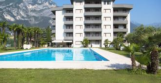 Monica Residence - Riva del Garda - Pool