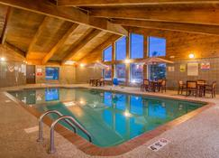 AmericInn by Wyndham Ames - Ames - Pool