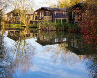 Fairwood Lakes Holiday Park - Westbury - Outdoor view