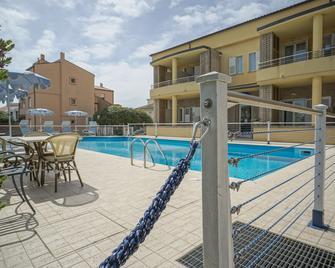 Hotel Residence Il Conero 2 - Numana - Pool