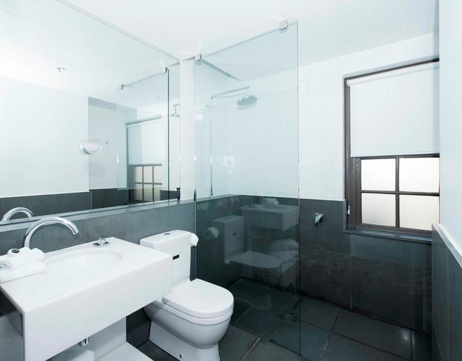 Peppers Gallery Hotel Canberra - Canberra - Bathroom