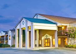 Days Inn by Wyndham Mooresville Lake Norman - Mooresville - Rakennus