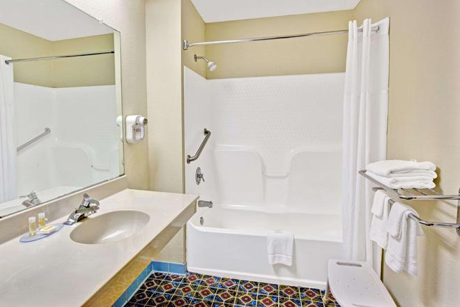 Days Inn by Wyndham Mooresville Lake Norman - Mooresville - Salle de bain