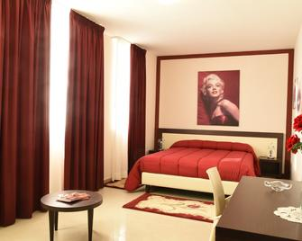 Merylinn Guest House - Battipaglia - Bedroom