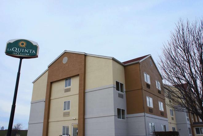 La Quinta Inn & Suites by Wyndham Emporia - Emporia - Rakennus