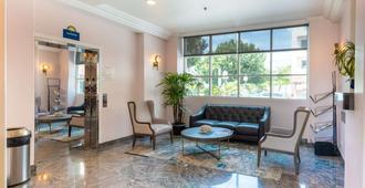 Days Inn by Wyndham Santa Monica/Los Angeles - Santa Monica - Lobby