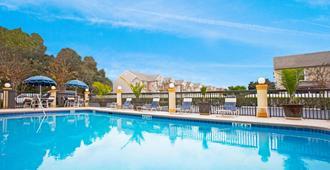 Holiday Inn Express Hotel & Suites Jacksonville - South, An IHG Hotel - Джэксонвилл - Бассейн