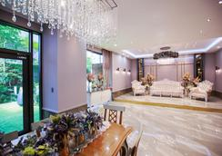 Queen Vell Hotel & Wedding - Ντέγκου