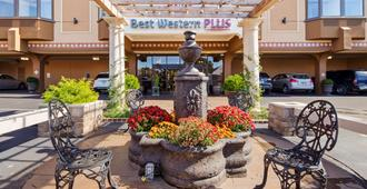 Best Western Plus Seville Plaza Hotel - Kansas City - Patio