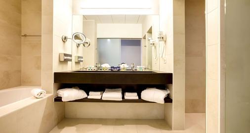 Best Western PREMIER Hotel Beaulac - Neuchâtel - Bathroom